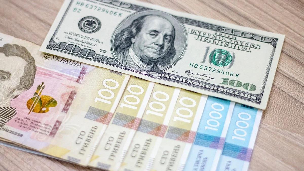 Курс валют на вихідні: гривня зміцнилася