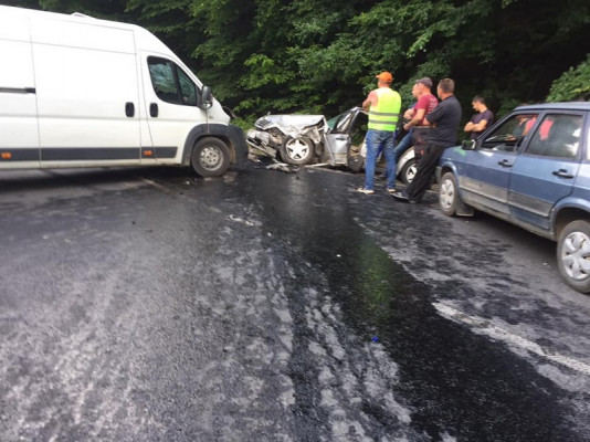 Авто перетворилося на купу металобрухту: ввечері трапилась аварія