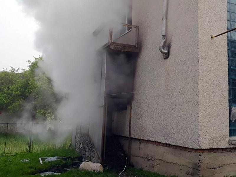 Ранкова пожежа: загорілась кімната у двоповерховому будинку