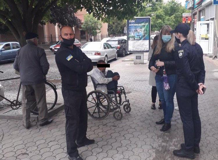 Кілька прохачів милостині у Мукачеві зізналися, що їх примушують жебракувати