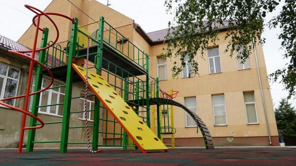 У трьох школах Мукачева звели спортивні майданчики