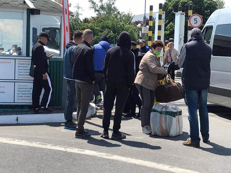 Люди не можуть потрапити в Україну: що коїться на українсько-угорському кордоні