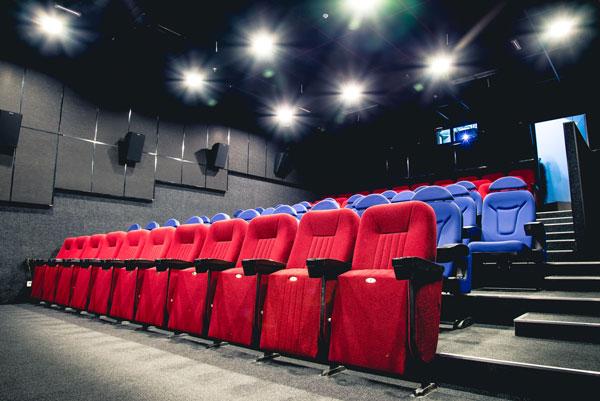 Відомо, коли почнуть відкривати кінотеатри та санаторії