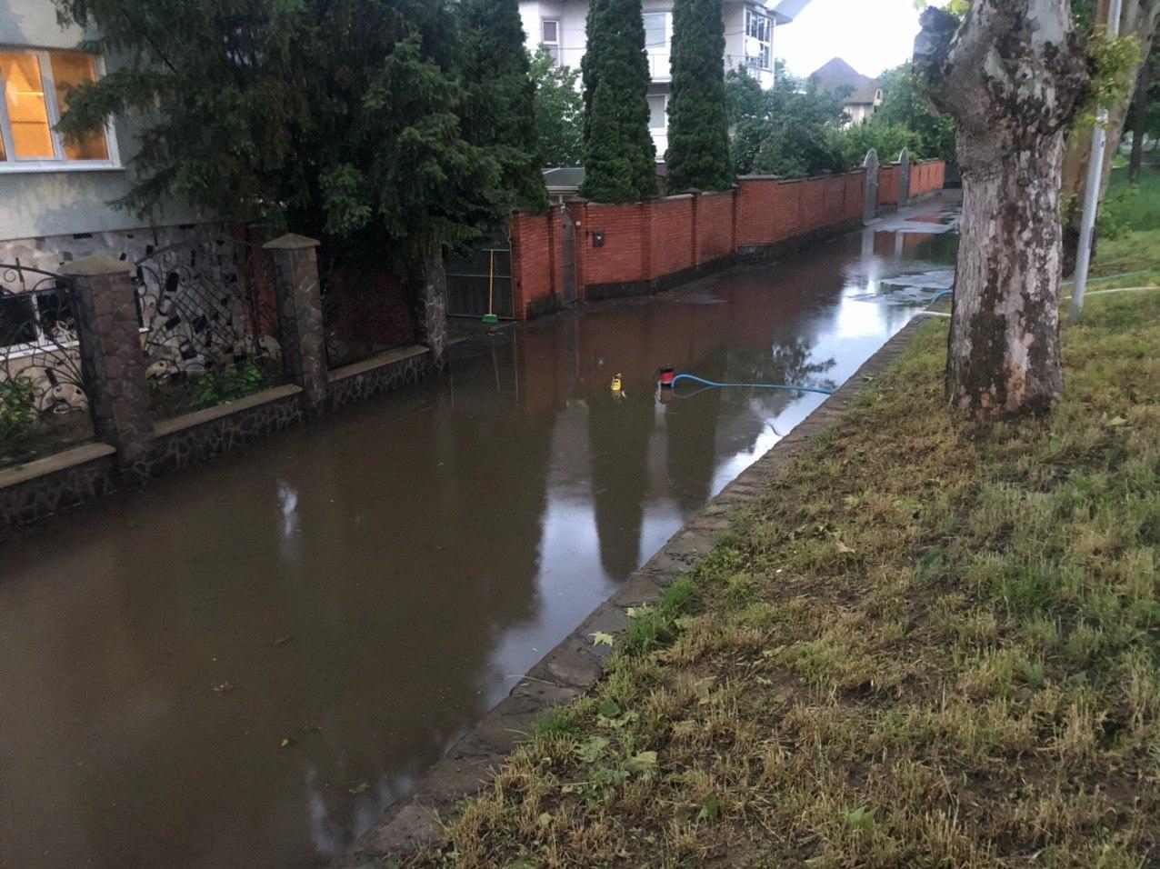 Страшна злива у Мукачеві: відео підтоплених вулиць