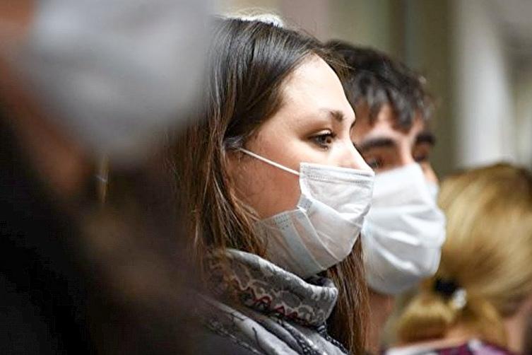 """Режим """"всі у масках"""" в Україні поки скасовувати не будуть"""