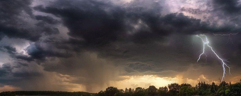 Грози та значні зливи: на Закарпатті оголошено штормове попередження