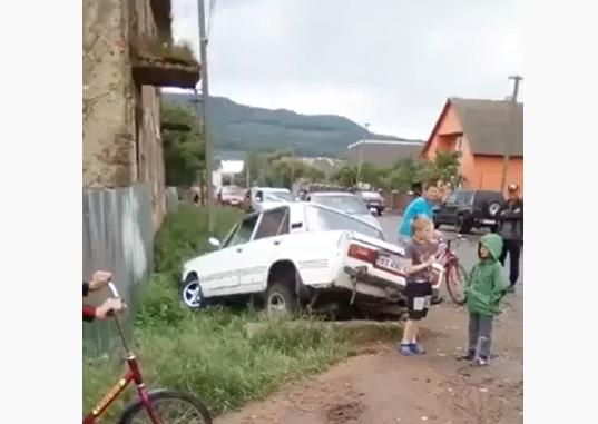 На Перечинщині сталась аварія. В машині були діти
