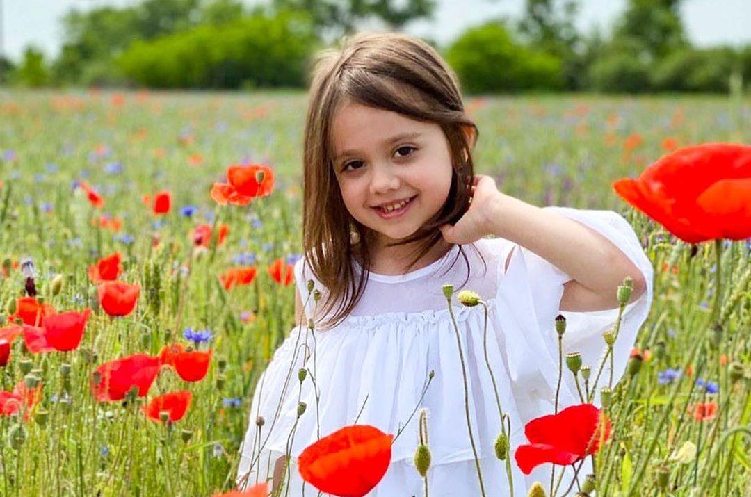 Мережу підкорює 5-річна ужгородка, яка емоційно декламує вірші