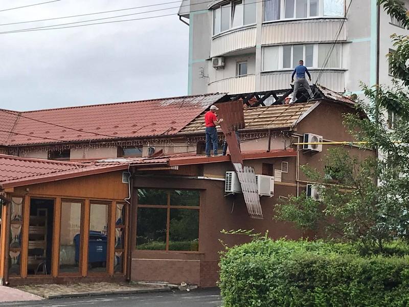 Поліція встановлює осіб, причетних до підпалу супермаркету в Мукачеві