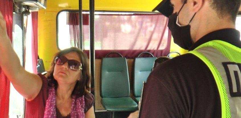Пенсіонерка у маршрутці відмовилась одягати маску. Тепер їй загрожує штраф до 17 000 гривень
