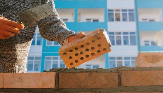 В Ужгороді вимагають знести нещодавно збудовану багатоповерхівку