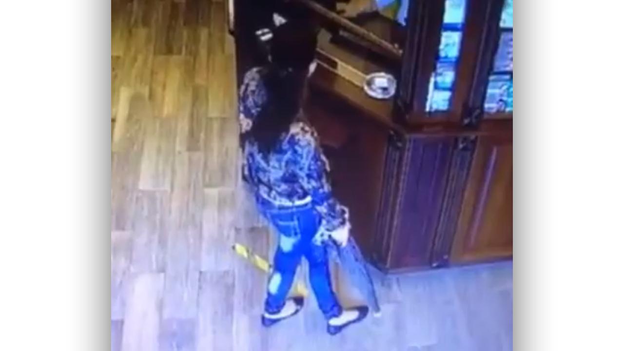 У Мукачеві жінка взяла ліки і втекла з аптеки, не розрахувавшись за них