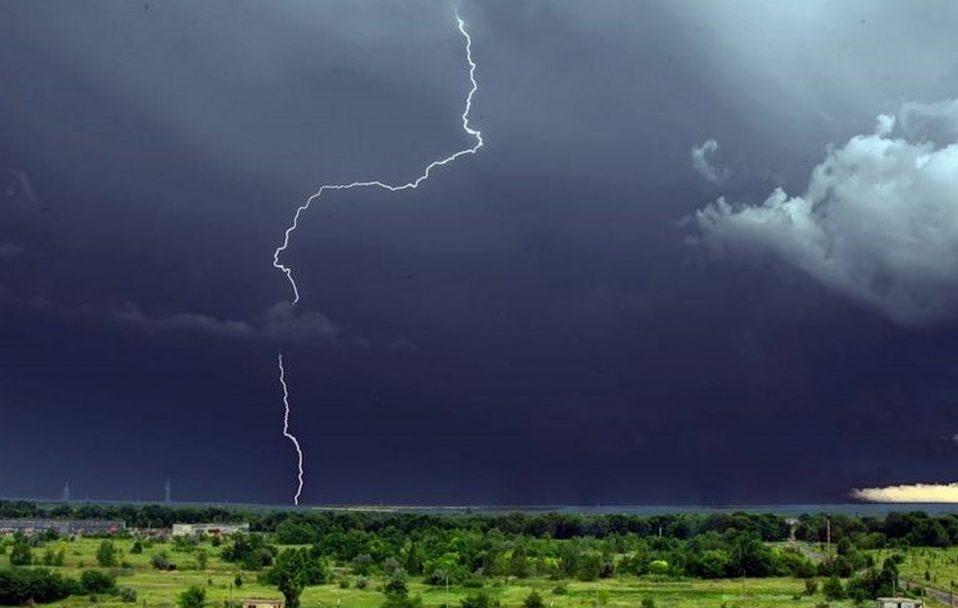 Сильні дощі та град: синоптики попереджають про велику негоду, яка насувається на Закарпаття