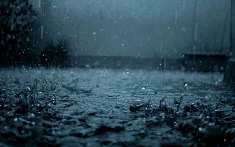Затопило вулицю: в мережі показали наслідки сильної зливи