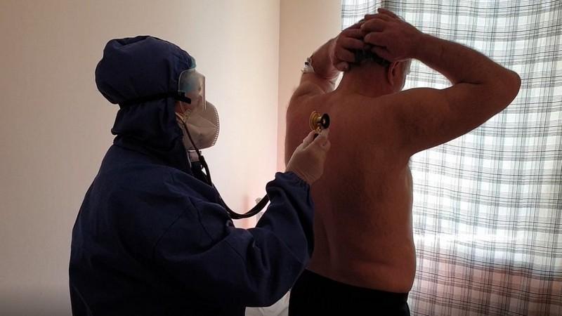 Жінка, яка лікує хворих на COVID-19 у Центрі легеневих хвороб в Ужгороді, розповіла про свою роботу