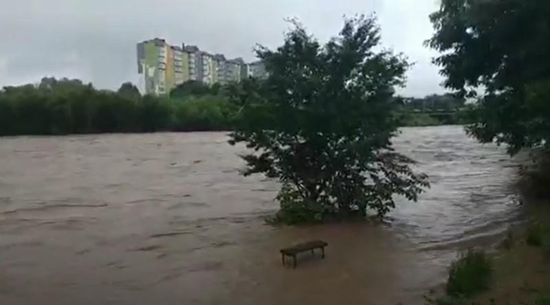 Івано-Франківську область затопило. Закарпаття також у небезпеці