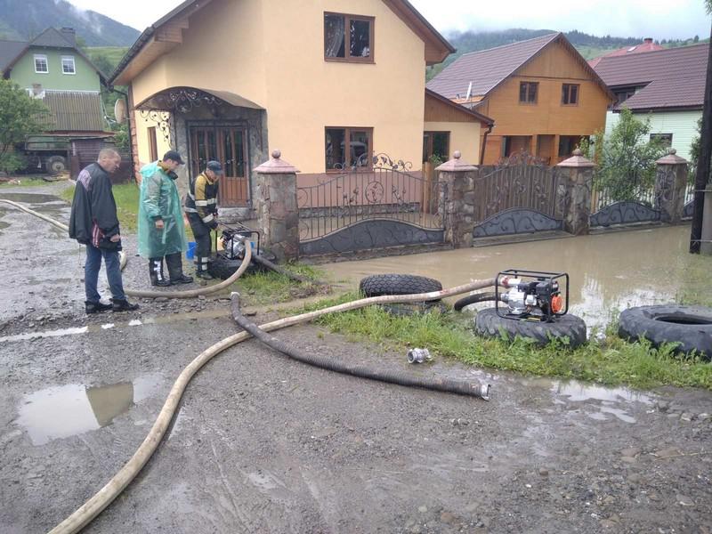Рахівщина у воді: затопило дороги та дворогосподарства