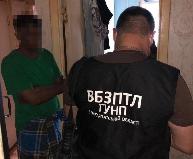 Поліція викрила організатора каналу переправи нелегалів