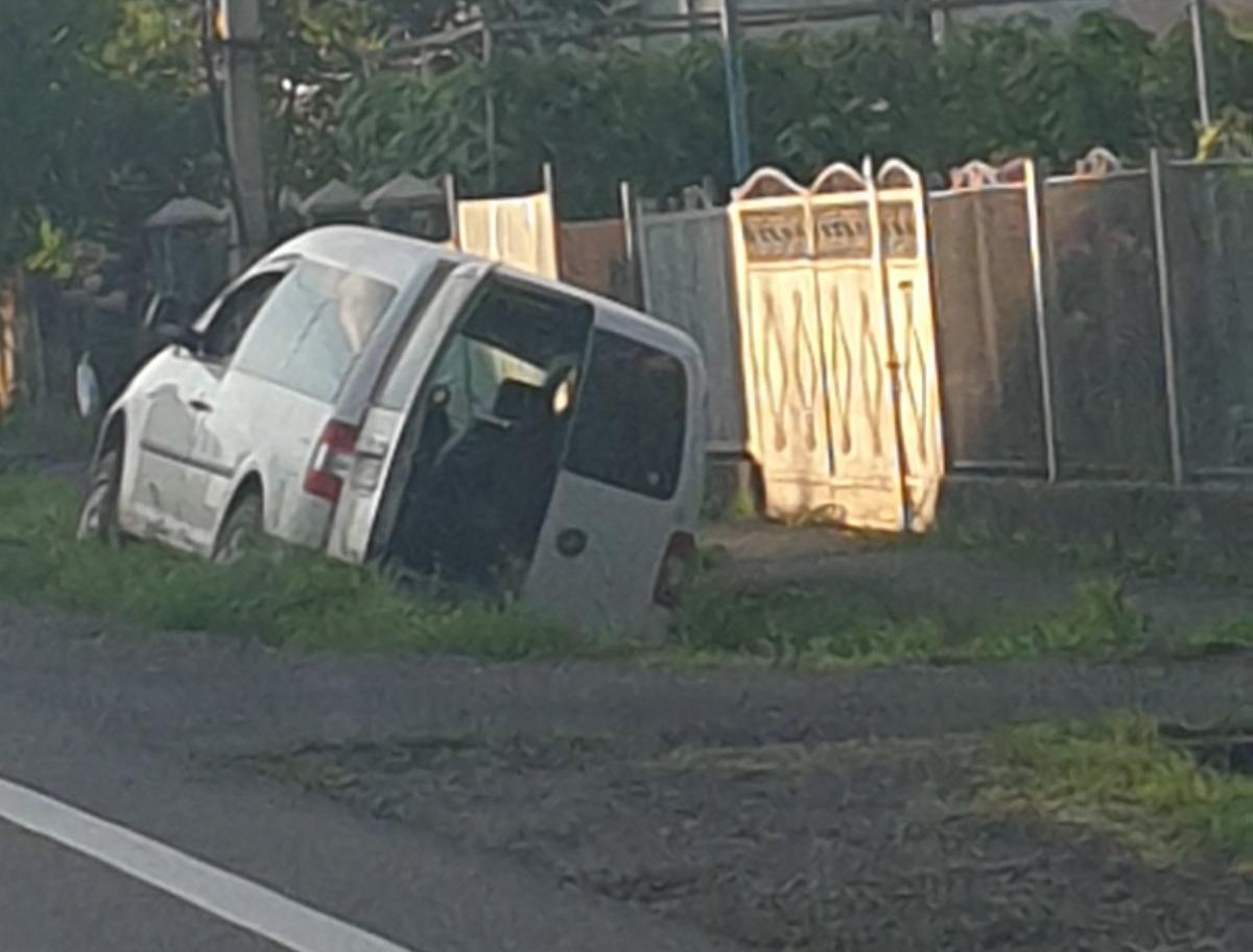 У Ракошині автомобіль з'їхав з дороги