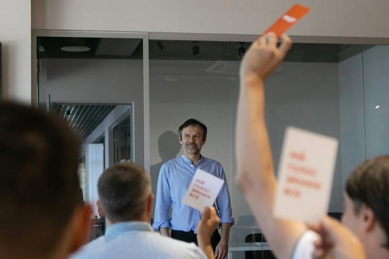 Святослава Вакарчука позбавили депутатських повноважень