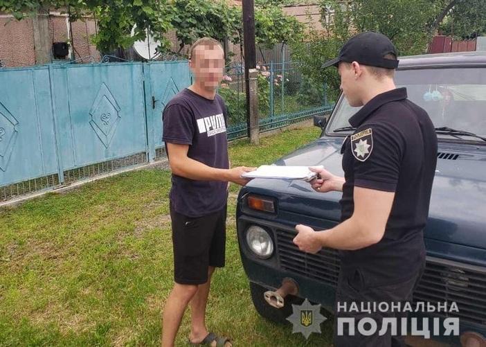 Поліція знайшла хлопців, яких підозрюють у пошкодженні автівок таксі у Мукачеві