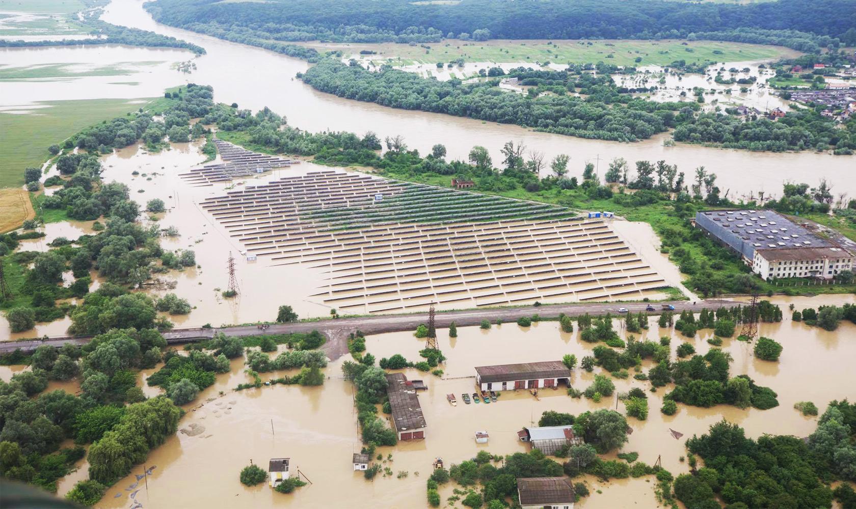 Не буде ні картоплі, ні помідорів: селяни у затоплених паводком селах залишились без урожаю