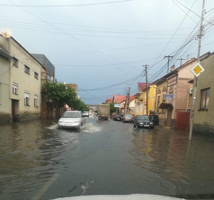 Сильна короткочасна злива затопила Закарпаття