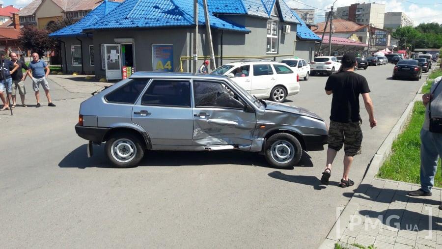 У Мукачеві трапилась ДТП: зіткнулись ВАЗ та позашляховик