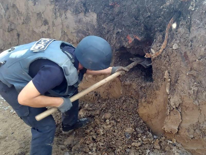 Під час будівництва у Мукачеві виявили небезпечні знахідки