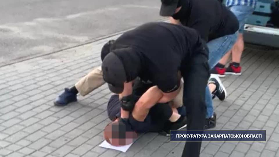 Затримання біля торгового центру Мукачева: подробиці від прокуратури