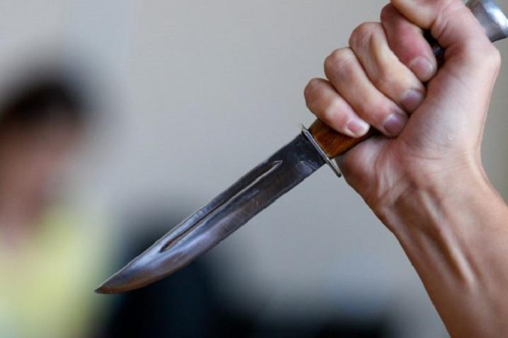 У Мукачеві чоловіка поранили ножем: оприлюднено відео