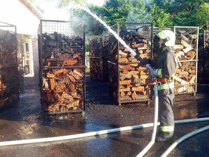 На території деревообробного підприємства трапилась пожежа