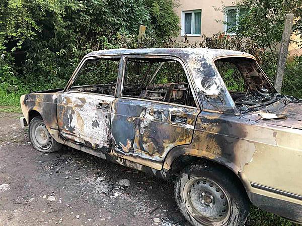 Минулої ночі вогнеборці двічі ліквідовували загорання легкових авто