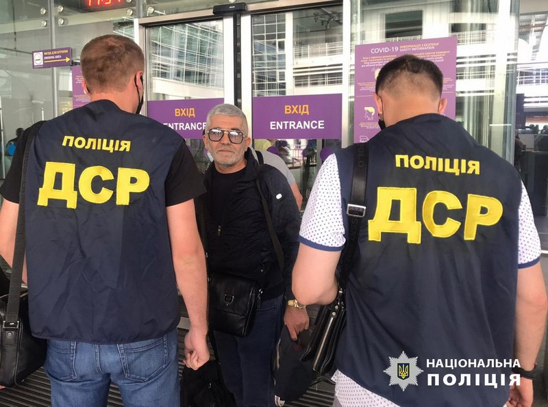 Кримінального авторитета на прізвисько Дід, якого затримали на Закарпатті, видворили за межі України