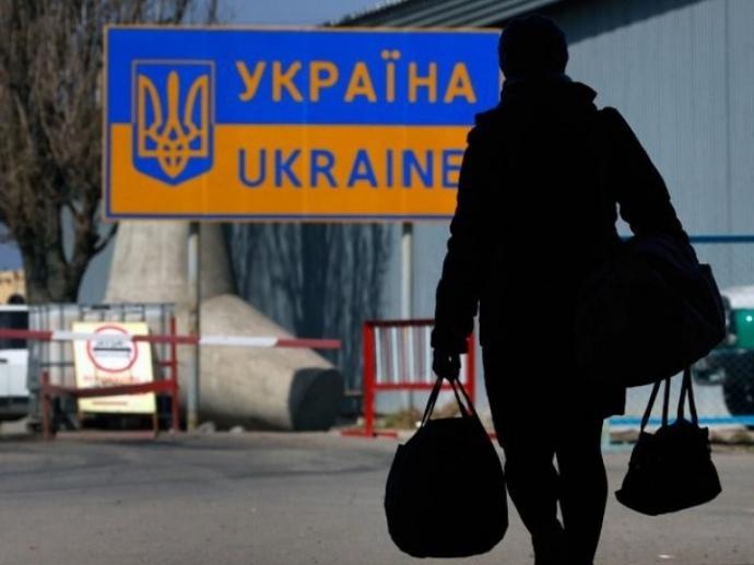 Як зупинити виїзд заробітчан за кордон: Зеленський назвав три способи
