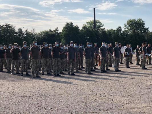 У Мукачеві зустріли військовослужбовців 128 бригади