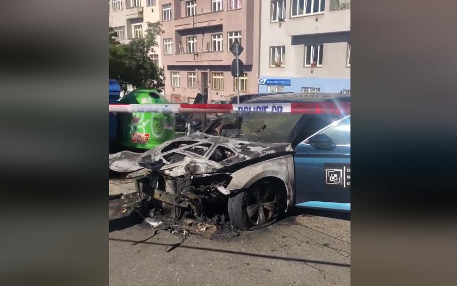 У Чехії підпалили автомобіль українського активіста: оприлюднено відео