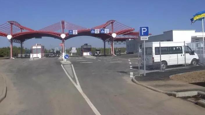 Збій у системі: один із пунктів пропуску на кордоні з Угорщиною не працює