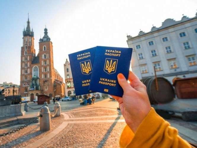 Українці можуть подорожувати вже до 25 країн: перелік