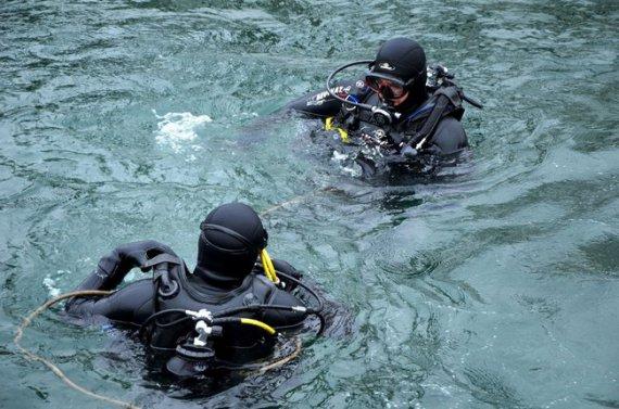 Водолази у Хусті шукають тіло чоловіка, який впав у річку Ріка