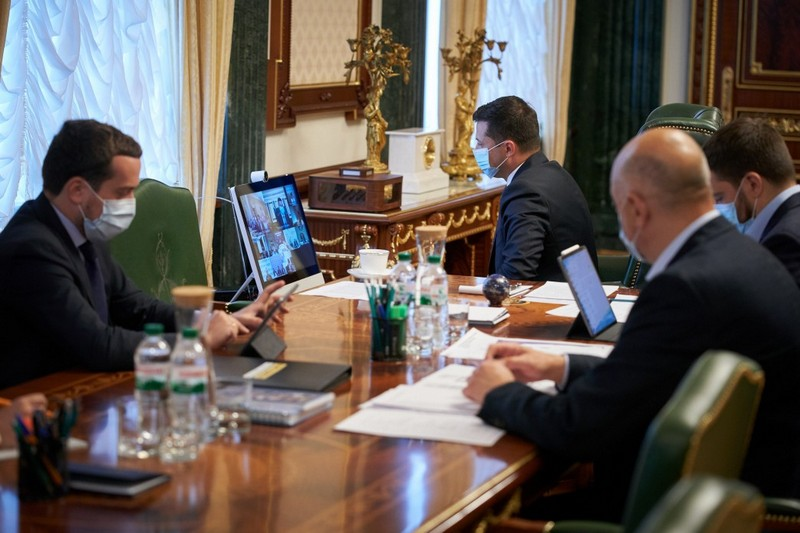 Володимир Зеленський пропонує продовжити карантин в Україні на місяць