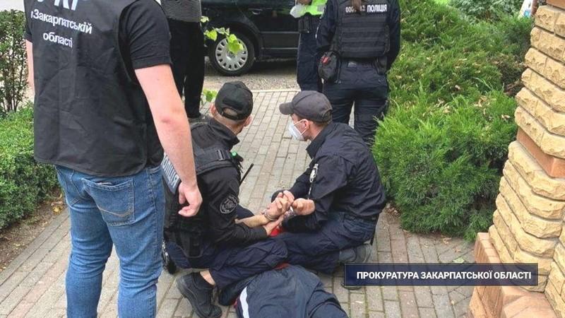 Чоловіку, який вчора напав на пенсіонера в Ужгороді, погодили підозру