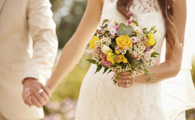 У сусідній країні десятки весіль закінчилися спалахами коронавірусу