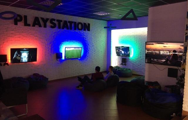 Розваги для молоді в Мукачеві: у місті запрацювала ігрова кімната PlayStation