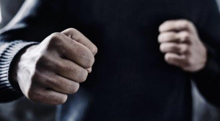 На Закарпатті колишній нардеп вдарив опонента по обличчю