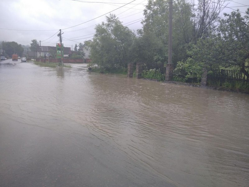 Угорщина передала Україні гуманітарну допомогу для ліквідації наслідків паводку