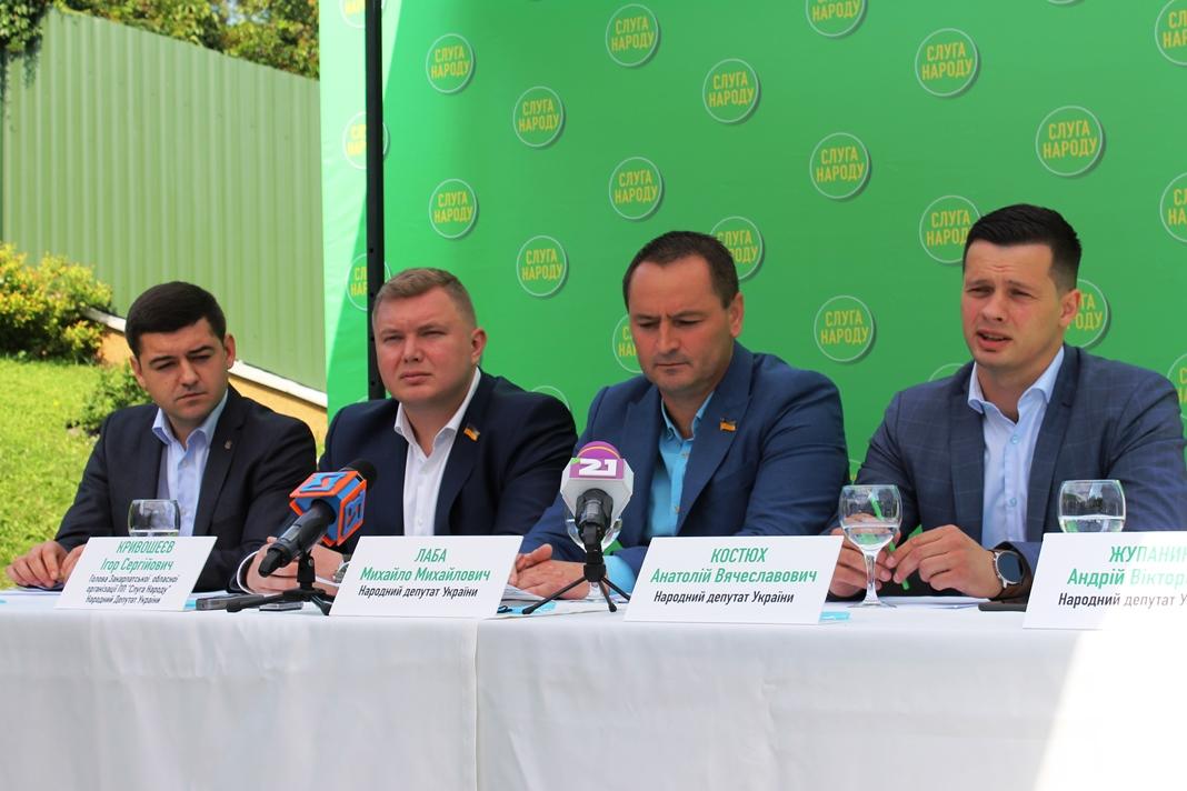 """Розповіли про підготовку до виборів та окреслили завдання, – в Ужгороді відкрили обласний офіс партії """"Слуга Народу"""""""