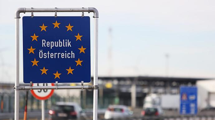 Українці можуть перетнути Австрію транзитом попри обмеження щодо в'їзду: роз'яснення
