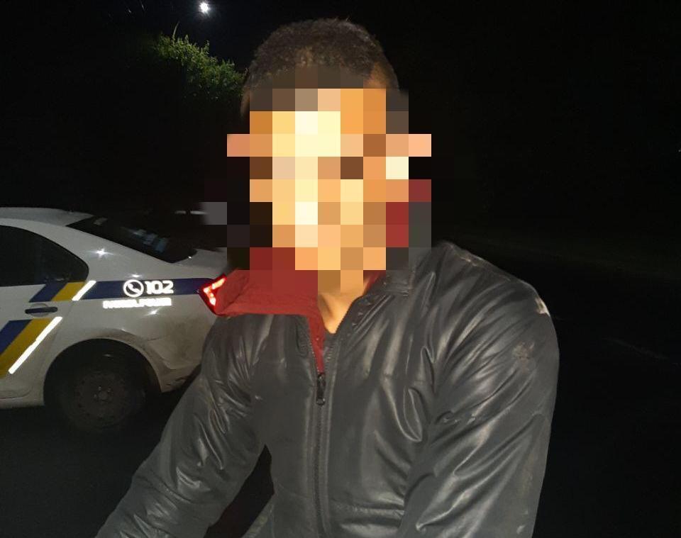 Група осіб побила та пограбувала жінку після того, як та зняла готівку у банкоматі