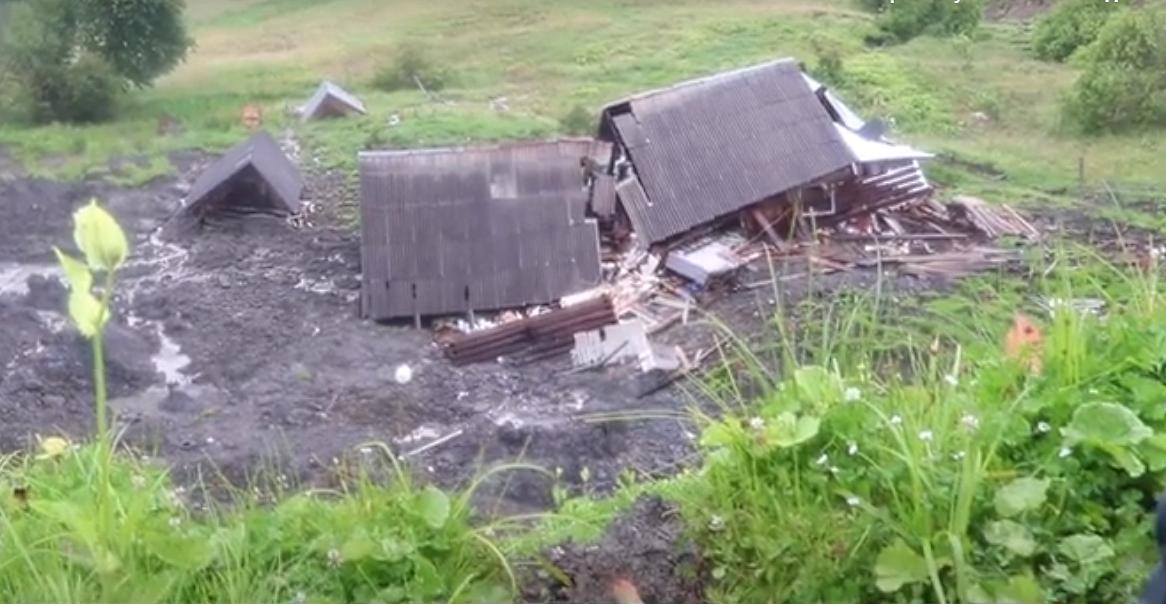 Ціле село опинилося в небезпеці: люди б'ють на сполох